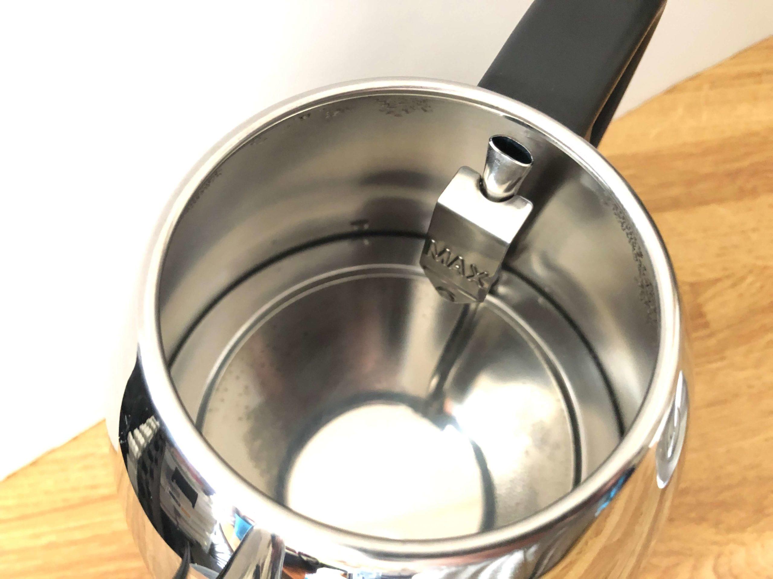 電気ケトルマキアートのフタは完全に外れるので水が入れやすい