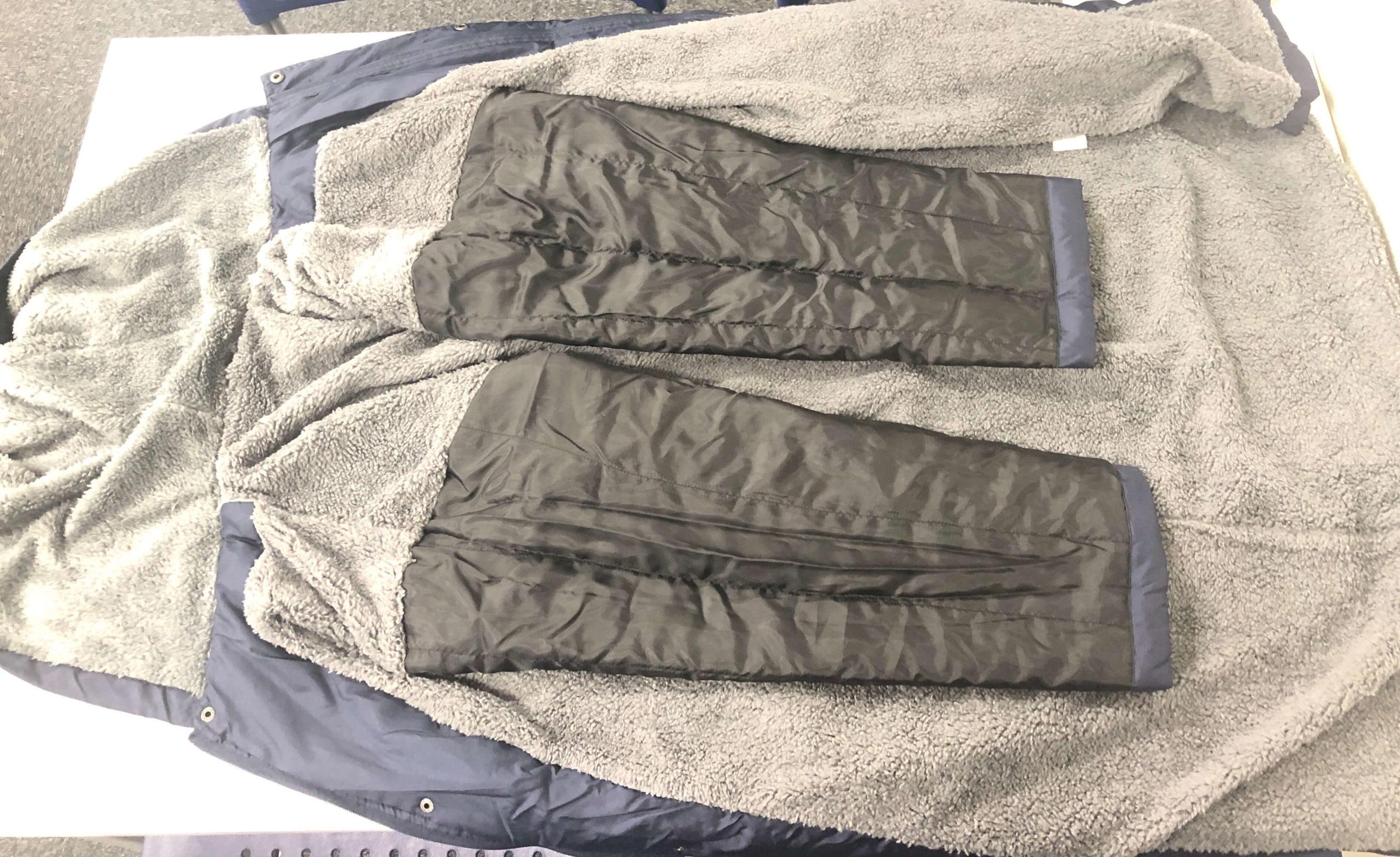 ドンキホーテのベンチコート袖の裏側写真